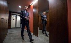 Jürgen Ligi rõhutab välisministeeriumi koridorides jalutades, et tema pagasis on rohkem portfelle kui üks ja see annab talle suurema vabaduse.