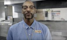Räppar Snoop Dogg õpetab Burger Kingi töötajatele hot dogi tegemist