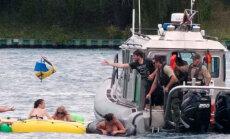 1500 американцев на надувных матрасах унесло ветром в Канаду
