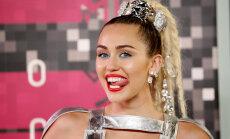 FOTOD: Miley Cyrus poseeris eilsel MTV VMA gaalal praktiliselt alasti