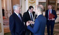 Michael Fallon kinnitas Londonis Raimo Poomile, et tänu uue väe moodustamisele Baltimaade julgeolek paraneb.