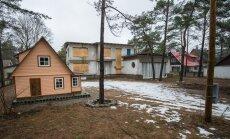 Linn käskis Savisaarele ja Kunmanile kahtlustuse toonud maja lammutada. Omanik kaebas korralduse kohtusse