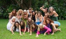 TANTRAÕPETAJATE TERAPEUT: Jaya Shivani Silman (endine Katrin, ülareas vasakult teine) on kutsutud ka Balile Tao Tantra õpetajate kursusele terapeudiks.