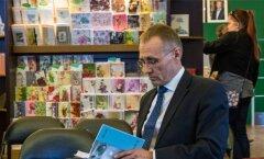 ERM-i direktor Tõnis Lukas on sunnitud enda kirjutatud raamatu asemel aina pingsamalt lugema muuseumi eelarvestrateegiat.