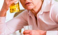Murelik naine: mu emast on saamas alkohoolik — kuidas teda aidata?