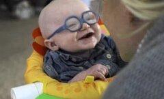 GALERII ja VIDEO, mis sulatab südame: peaaegu pime beebi näeb esimest korda oma ema