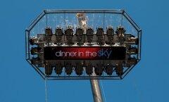 Dinner in the Sky alustab Tallinnas tänasest õhusöömaaegu: pärlkana ja muud hõrgutised 50 meetri kõrgusel