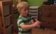VIDEO: Väike kurt poiss kuuleb esimest korda omaenda pillimängu ja tema reaktsioon on võrratu!