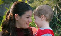 Suvi ja väikelaps: kuidas saavad lasteaedade puhkuste ajal hakkama üksikemad?