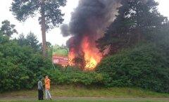 FOTO: Järve keskuse lähedal põles kuur, päästjail kulus tulekahju kustutamiseks vaid 15 minutit