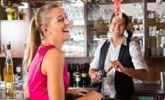 Kümme mõtet, mis kõikidel naistel flirtimise ajal läbi pea käivad