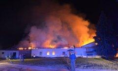 Säreveres põleb puidutööstuse hoone