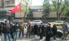 Пикет перед зданием Дома кино, где участники детского конкурса «Мемориала» подверглись нападению.