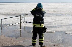 Спасатели предостерегают жителей Эстонии от раннего выхода на лед водоемов