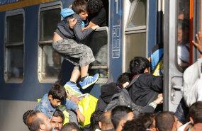 У вокзала в Будапеште мигранты подрались с полицией
