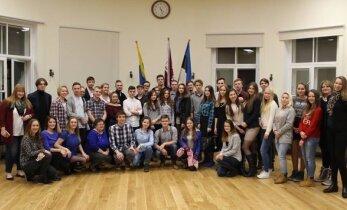 Noored narvakad hindavad Eestis pakutavaid võimalusi ja tunnustavad traditsioone