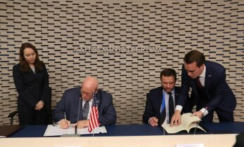 ФОТО DELFI: США и Эстония подписали договор о сотрудничестве в области обороны