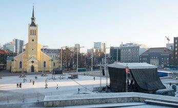 FOTOD: Vabaduse väljakul toimuva suure aastavahetuse peo ettevalmistused on täies hoos