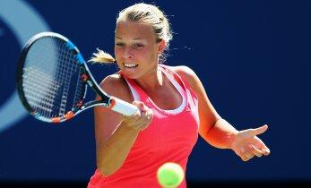 Контавейт в упорной борьбе уступила российской теннисистке