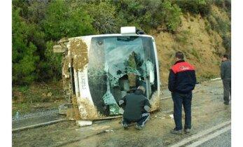 Türgis bussiõnnetusse sattunu: kaks naist jäid bussi alla kinni