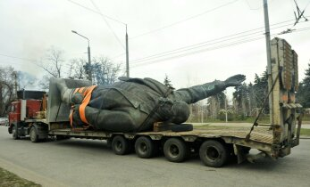 VIDEO: Ukrainas võeti maha viimane Lenini ausammas