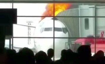 VIDEO: lennukile pääsemist oodanud reisijate silme all läks lennumasin ootamatult põlema