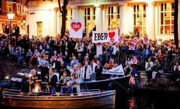 Признания в любви и овации: жители Амстердама проводили в отставку больного раком мэра