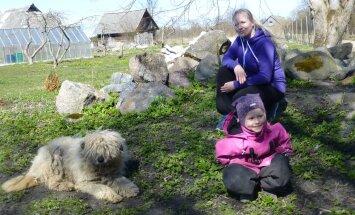 Kelly Viide koos tütre Catherine´i ja Lakiga.
