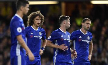 Chelsea kaitsjad David Luiz, Gary Cahill ja Branislav Ivanovic