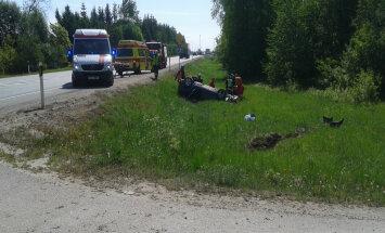 FOTO: Puurmani lähistel toimus raske avarii, viga said kaks välisriigi kodanikku. Juht võis roolis magama jääda