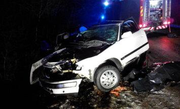 FOTOD SÜNDMUSKOHALT: Põlvamaal hukkus kahe auto rängas kokkupõrkes kohalik noormees