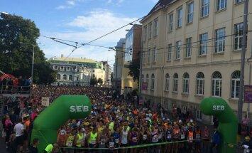 TÄISPIKKUSES: Tallinna Sügisjooksu võitsid Tiidrek Nurme ja Liina Tšernov