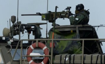 Sweden hunts suspected foreign submarine off Stockholm coast.