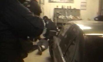 TV3 POLITSEIVIDEO: Käed seljale! Tartus tabati politseireidi käigus inimkaubandusega tegelenud jõuk