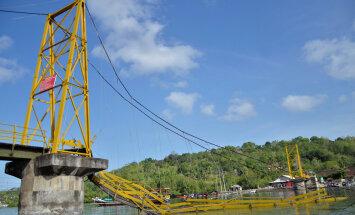 Haapsalu naine pääses Indoneesias üheksa inimese surmaga lõppenud sillavaringust eluga: Mäletan momenti, kui sild kraksatas ja alla lendasime - tundus nagu sõidaks liftiga alla
