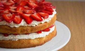 Küpsetis lapsepõlvest: õhuline maasikatort vahukoorega