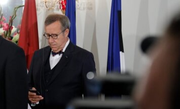 Presidendi kantselei: Ernitsa väide, nagu oleks Ilves fraktsioonide juhtidele helistanud, ei vasta tõele