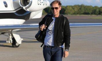 BUURENIBLOGI: Armin van Buuren lennukist maha astudes: ah see ongi siis see riik, kes tegi Skype'i!