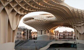Где находится самая большая в мире деревянная постройка?