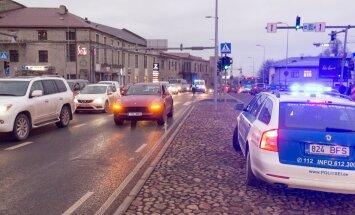Sikupilli keskuse juures jäi jalakäija auto alla (15)