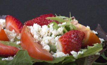 Maitsev kooliaasta algus: maasika-suitsukanasalat sinihallitusjuustuga