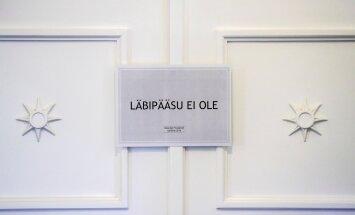 Läbipääsu ei ole. Presidendivalimistel oli ka suletud uksi. Mõneti sümboolne silt, sest president jäi valimata.