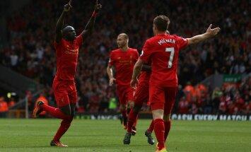 Liverpooli mängijad, keskel Ragnar Klavan