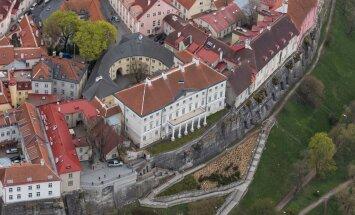 Norra julgeolekuportaal AldriMer väitis, et Eesti julgeolekuasutused teavitasid NATO-t Eesti kohal lennanud Vene droonidest ja kopteritest. Täpsustavate küsimuste peale sekkus Stenbocki maja.