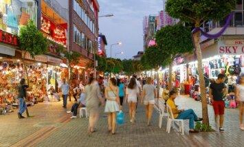 В Анталии запретили выпивать на улицах. Чем это обернется для туристов?