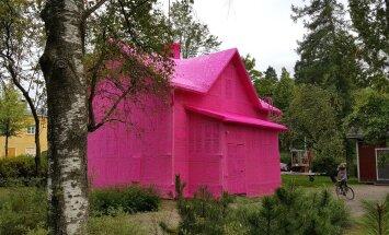 KAE IMET: Kunstnik heegeldab majadele kuubesid selga