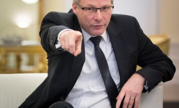 Kui töö Brüsselis nõuab, tuleb Eesti ministril eesistumise ajal kodused asjad kõrvale heita ja lennukisse istuda, ütleb EL-i tippametnik Jeppe Tranholm-Mikkelsen.