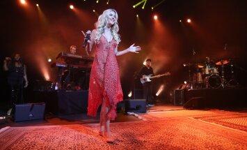 ГАЛЕРЕЯ: Всемирноизвестная певица Джосс Стоун покорила таллиннцев босыми ногами