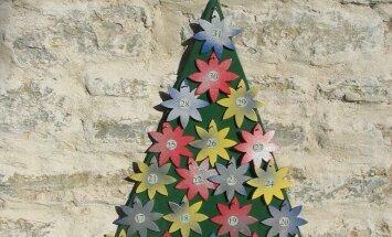 Tähekestega kujundatud jõulukalender.