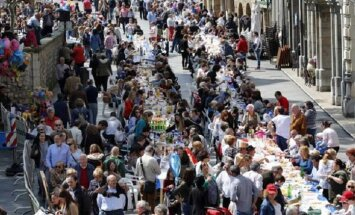 Участники традиционного уличного застолья в Испании побили мировой рекорд